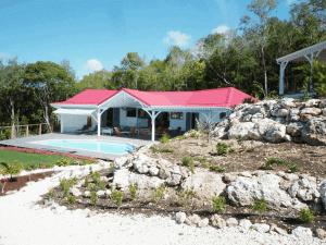 Villa Inattendue Marie-Galante vue extérieure piscine